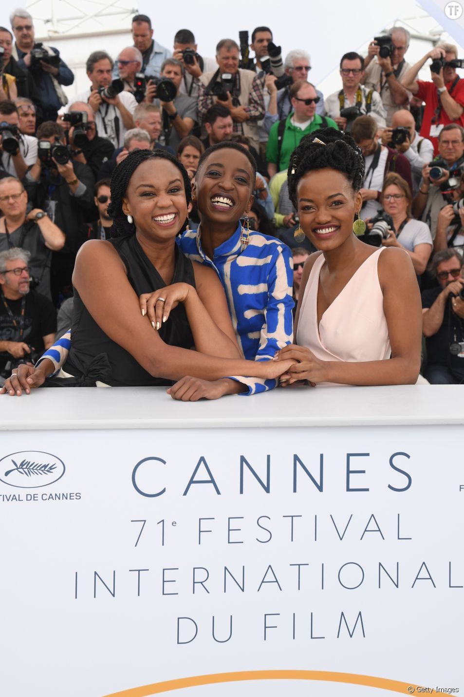 La réalisatrice Wanuri Kahiu et les actrices Samantha Mugatsia et Sheila Munyiva du film Rafiki