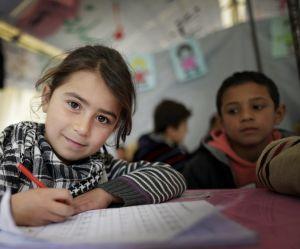 """Le G7 """"sauvé"""" par un engagement historique pour l'éducation des filles"""