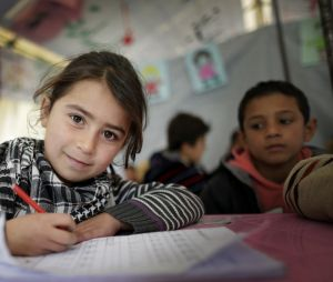 Une fille syrienne dans une école provisoire à Zahle au Liban en 2014