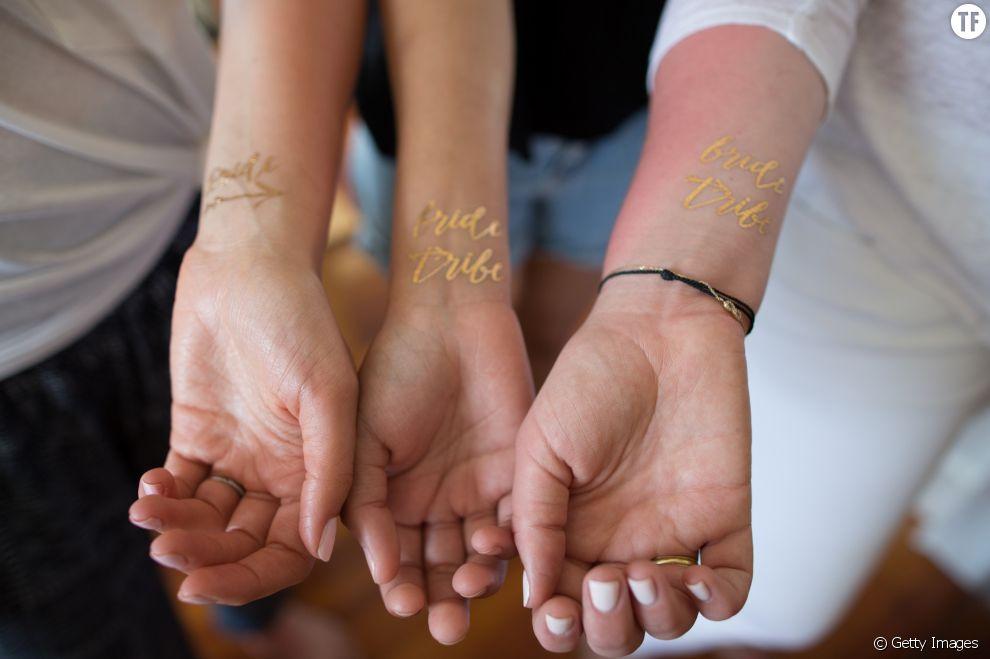 Tatouages dorés entre amies