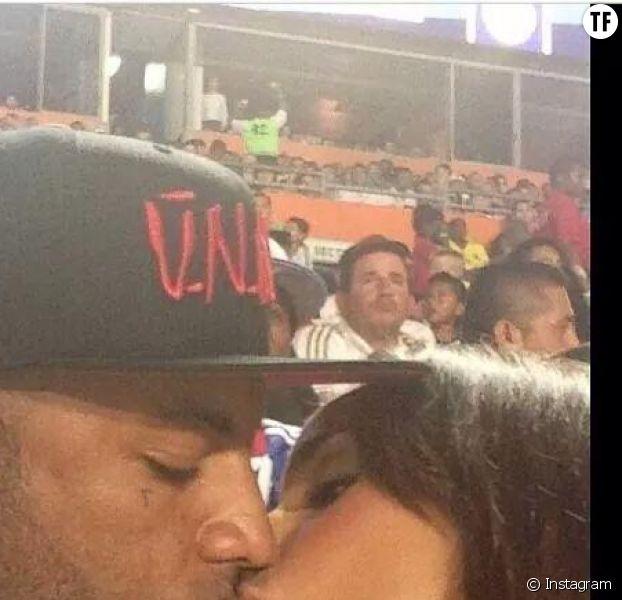 Booba embrasse Patrica Vinces