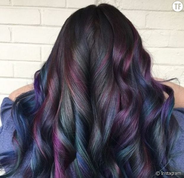 Oil Slick Hair : la coloration qui devrait plaire à toutes les brunes