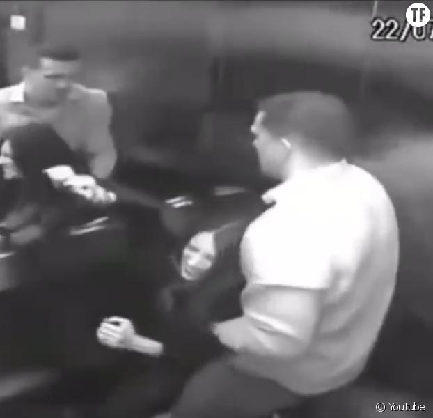 Les images d'une femme battue à mort choquent le Brésil — Vidéo