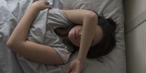 Je dors mal en hiver : 5 astuces naturelles pour retrouver un sommeil serein