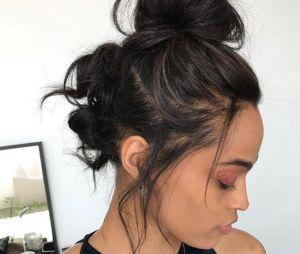 Le triple bun, la coiffure tendance qui réinvente le chignon