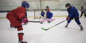 Arrivées en finale, des hockeyeuses obligées de céder leur place à des garçons