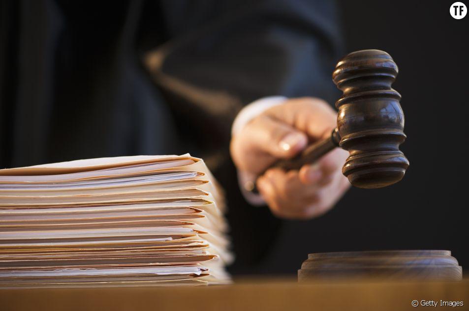 """Un juge demande à une victime d'agression sexuelle si elle a """"fermé les jambes"""""""