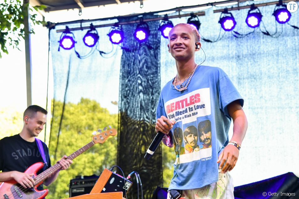 "Jaden Smith porte bien son t shirt : ""All you need is love"""