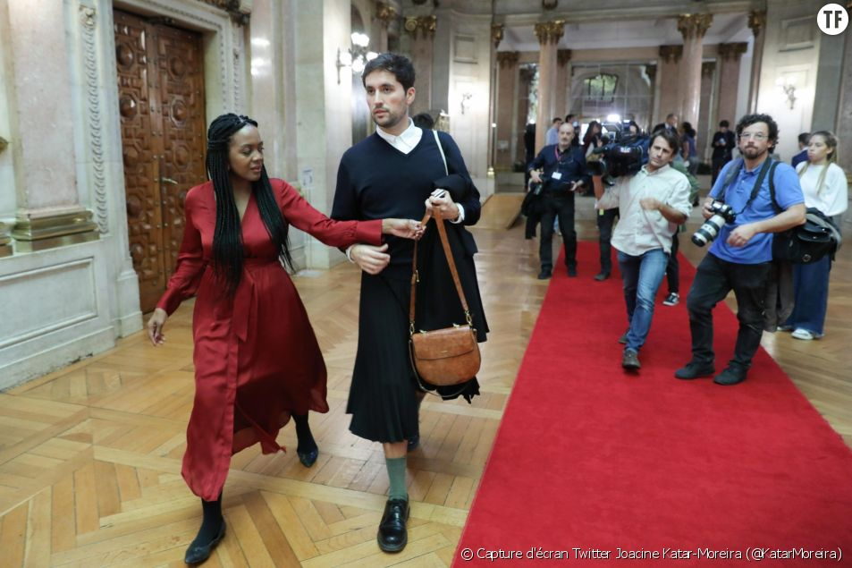 La députée Joacine Katar-Moreira, en compagnie de son attaché parlementaire Rafael Esteves Martins.