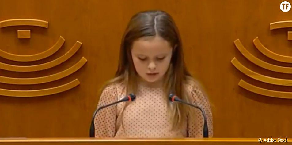 Le discours puissant d'Elsa, petite fille trans de 8 ans, face aux députés espagnols