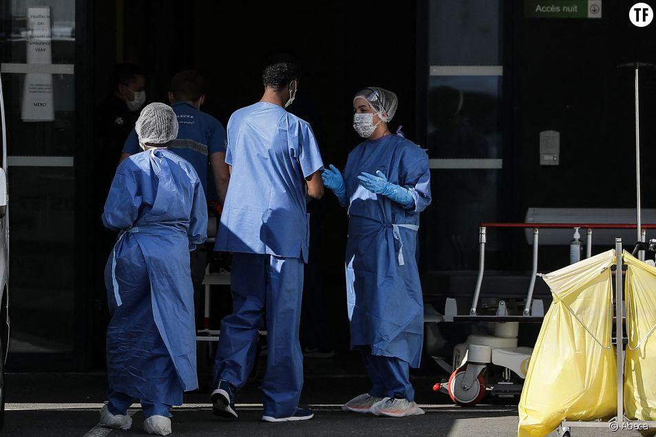 Personnel médical à la polyclinique de Bordeaux-Nord pendant l'épidémie de coronavirus le 22 mars 2020
