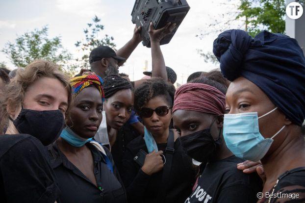 Aïssa Maïga, Camélia Jordana, Adèle Haenel au rassemblement de soutien à Adama Traoré à Paris.