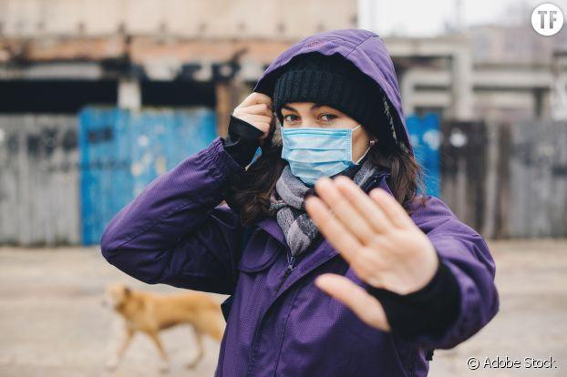 Même masquées, les femmes sont harcelées dans la rue.