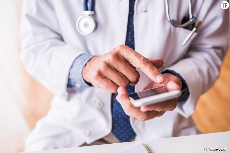 """Un médecin """"dégoûté"""" d'enlever le tampon d'une patiente : les internautes réagissent"""
