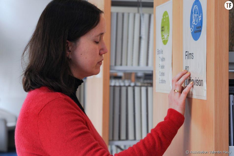 Céline Boeuf, bibliothécaire aveugle à l'association Valentin Haüy