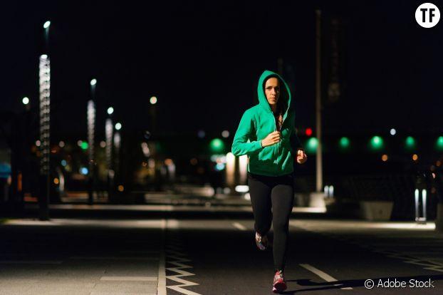 Courir le soir, une façon de se réapproprier la rue et la nuit.