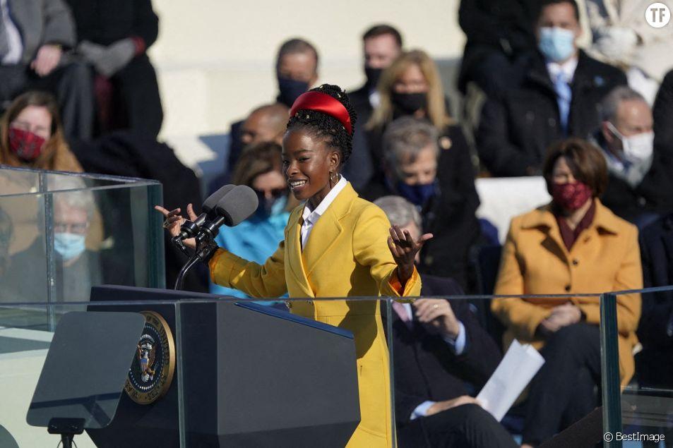 La poétesse Amanda Gorman lors de l'investiture du 46ème président des Etats-Unis et de la vice-présidente au Capitole à Washington le 20 janvier 2021.