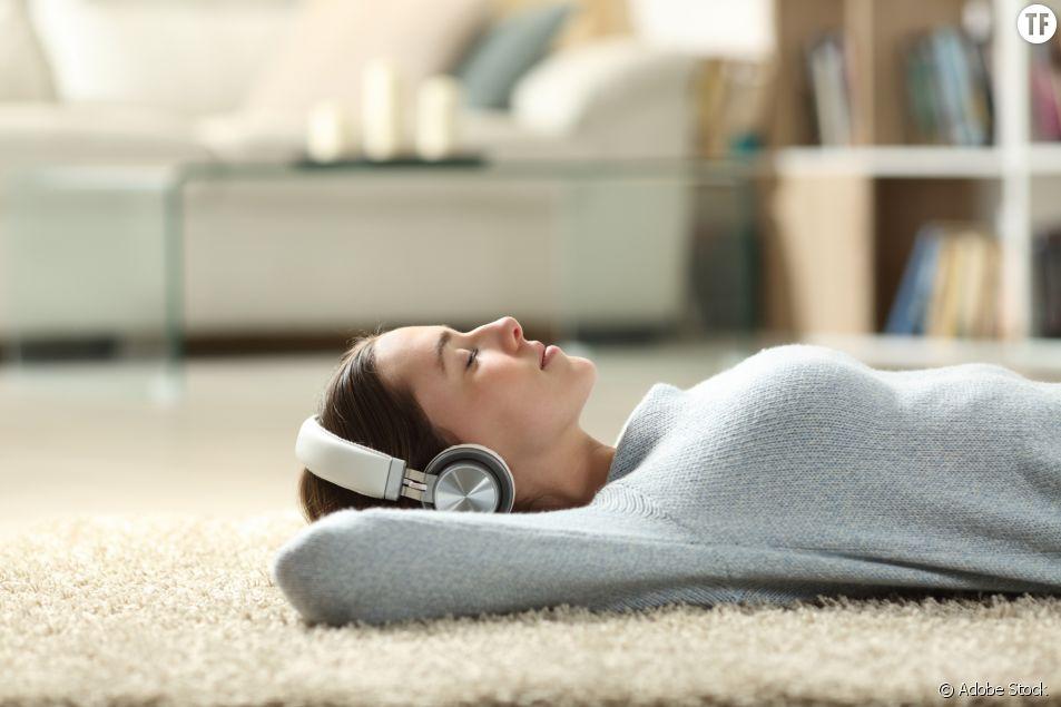 Méditation, confessions, self-love : 5 podcasts bien-être pour sortir la tête du brouillard