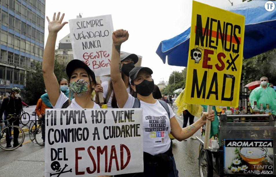 Les mères en première ligne des manifestations en Colombie