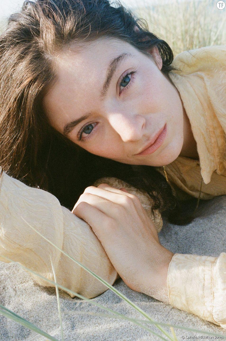 Lorde, la reine de 24 ans qui prend la pop culture à contre courant [Photo : Ophelia Mikkelson Jones]