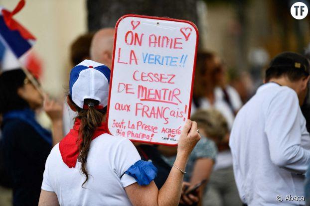 """Au sein des sphères complotistes, les """"anti vax"""", ici lors d'une manifestation à Paris."""