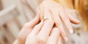 """""""Veux-tu épouser papa ?"""" : deux petites filles aident leur père à demander leur maman en mariage"""