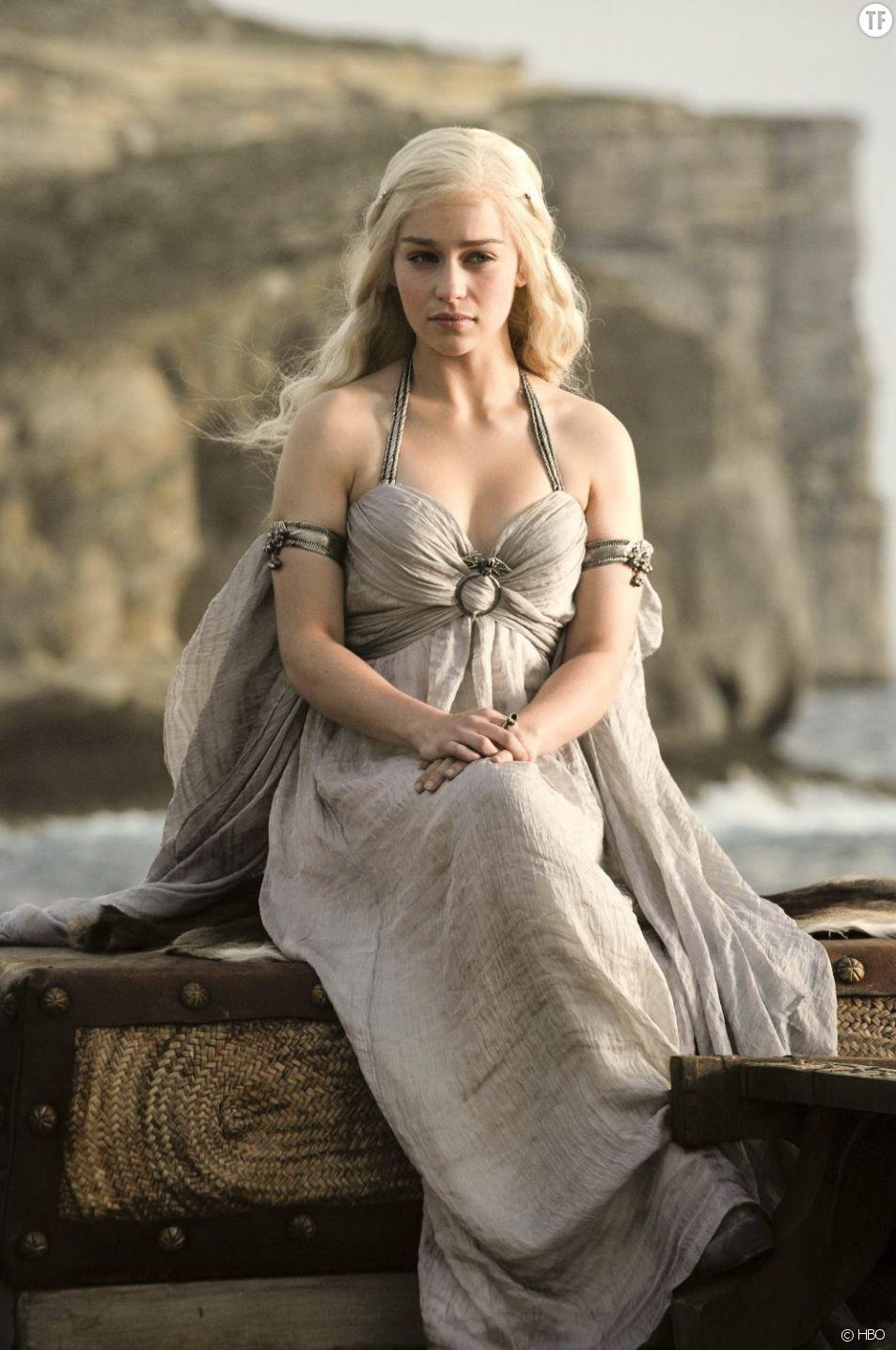 Game of Thrones : Emilia Clarke trouve les scènes de sexe réalistes et utiles