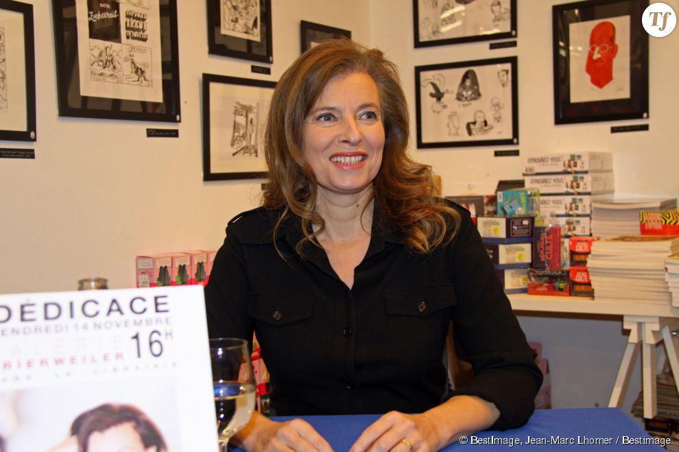 Valérie Trierweiler lors d'une séance de dédicaces pour son livre.