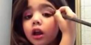 Les tutos maquillage de cette fillette de 5 ans dérangent