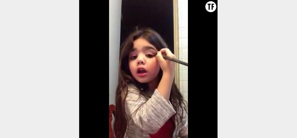 Danna, 5 ans, tourne un tuto maquillage spécial Saint-Valentin.