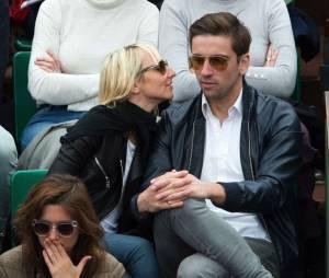 Audrey Lamy et son amoureux Thomas dans les tribunes de Roland Garros en 2013
