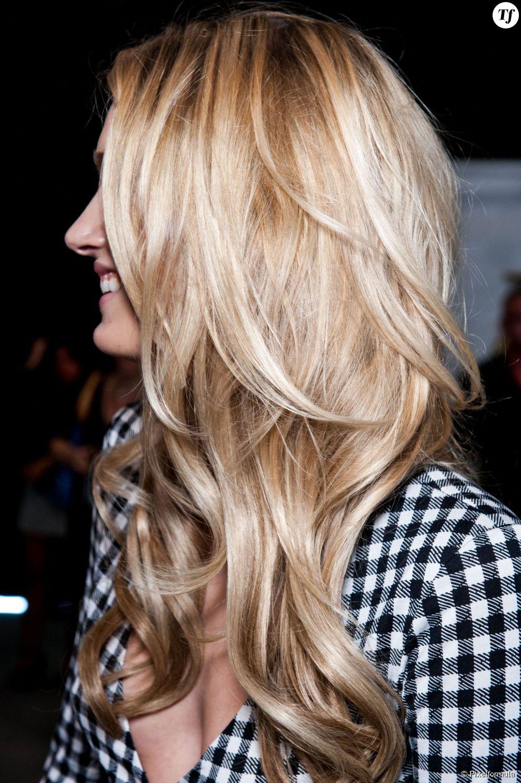 Même les brunes peuvent réussir leur quête du blond parfait.