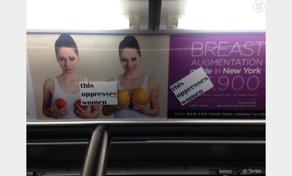 Des stickers à la rescousse des femmes oppressées des pubs du métro