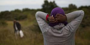 L'enfer des migrantes : comment survivre dans la jungle de Calais