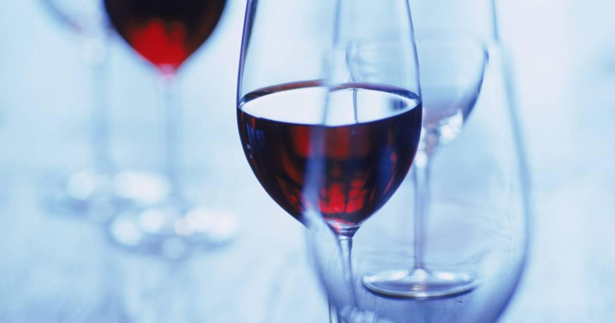 Cancer du sein : un verre de vin par jour augmenterait les