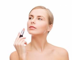 Insectes, sécrétions de cachalot, etc. : ces horribles composants cachés dans notre maquillage