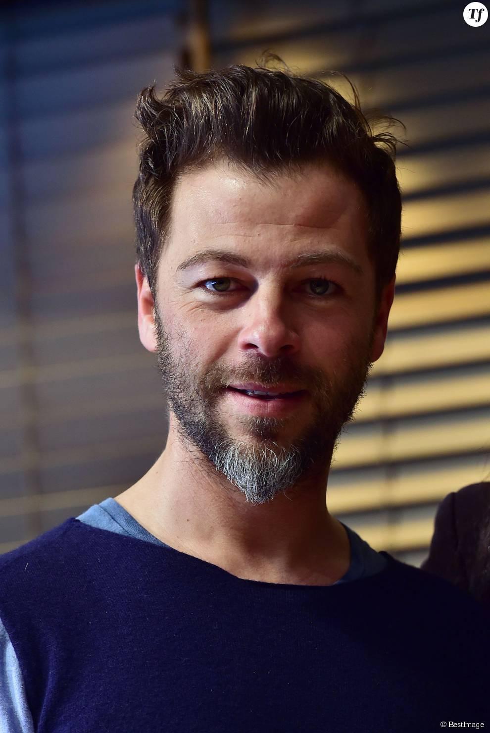 """Christophe Maé, Grand Prix de l'UNAC 2015 pour la chanson """"Tombé Sous Le Charme"""" lors de la remise du prix de l'UNAC 2015 à la Sacem à Paris, le 16 mars 2015."""
