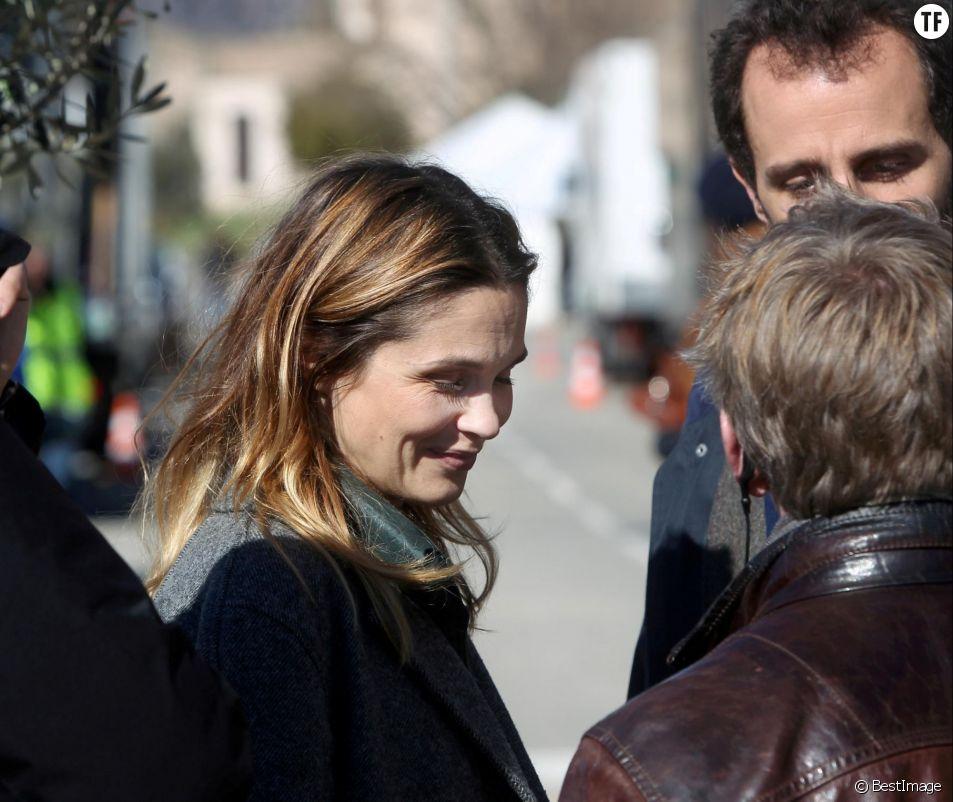 """Barbara Schulz et Arié Elmaleh - Tournage de la série de TF1 """"Les disparus du lac"""" dans le village de Bauduen (Var) le 19 février 2015."""