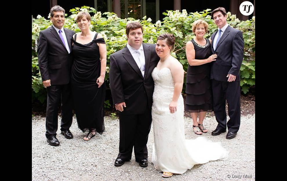 Photo de famille le jour du mariage de Jilian et Ryan