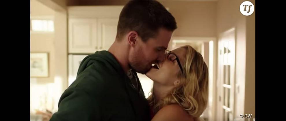 Petit bisou entre Felicity et Oliver