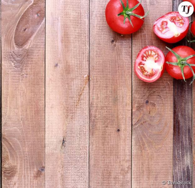 Comment monder / éplucher une tomate ?