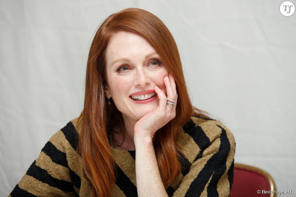 """Vraie rousse également, Julianne Moore a adopté pour un roux """"ginger"""" très lumineux."""