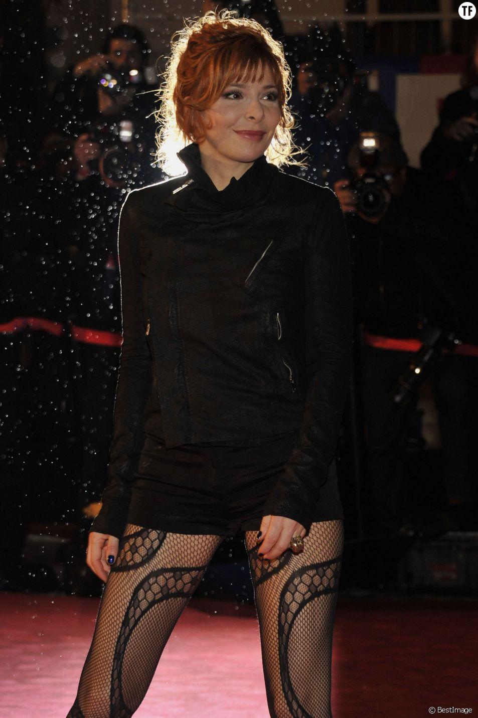 ARRIVEE DES PEOPLE SUR LE TAPIS ROUGE DES NRJ MUSIC AWARDS 2012 A CANNES