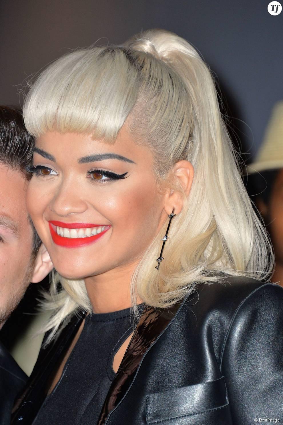 Rita Ora porte la coloration blond platine depuis ses débuts
