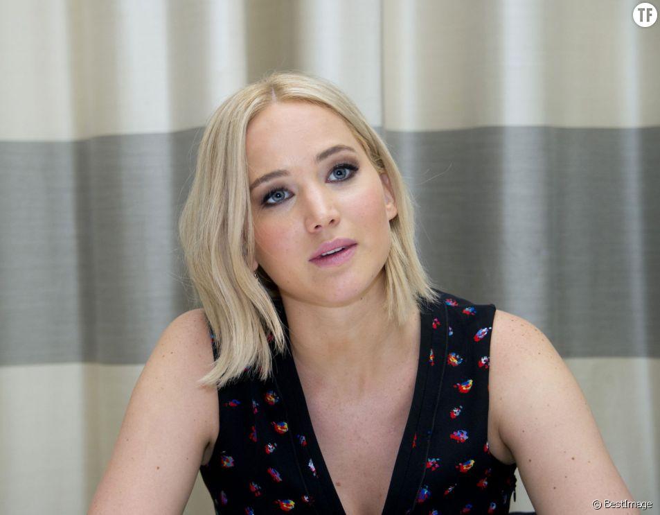 L'actrice Jennifer Lawrence et son carré de cheveux blancs