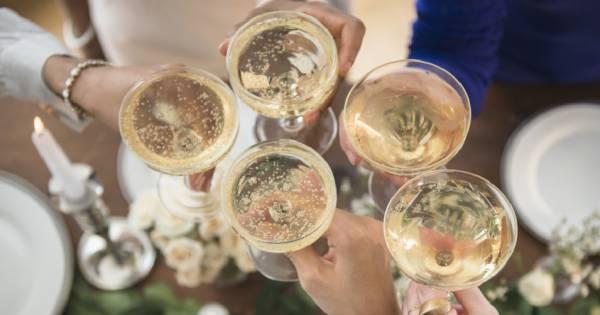 boire 2 coupes de champagne par semaine la solution pour pr venir la maladie d 39 alzheimer. Black Bedroom Furniture Sets. Home Design Ideas