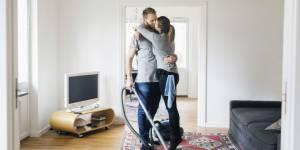 Les hommes qui font le ménage sont des super bons coups
