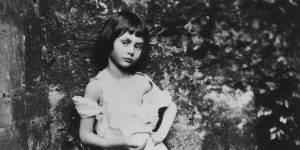 Cette petite fille était-elle la véritable Alice au pays des merveilles ?