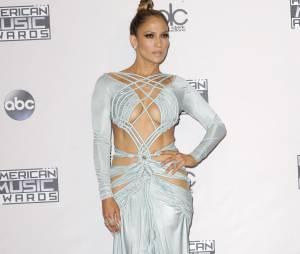 La chanteuse Jennifer Lopez, ultra sexy aux American Music Awards