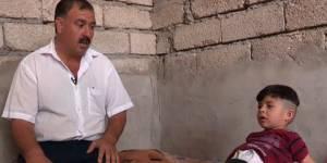 Ancien otage de Daech, ce petit garçon pleure pour revoir des vidéos de décapitation
